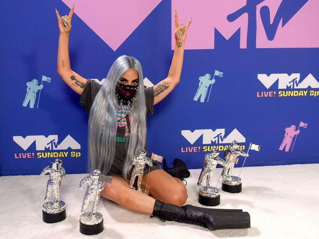 Daftar Pemenang VMAs, Lady Gaga Dianugerahi Tricon Award