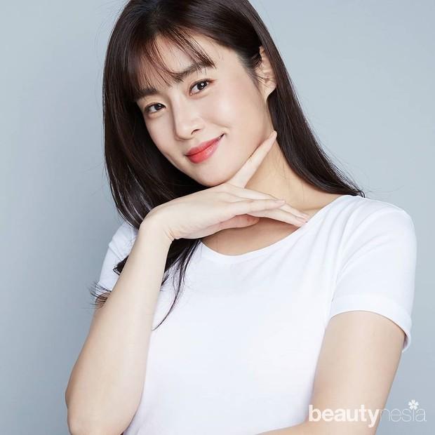 Sosok suami Kang Sora pun kini menjadi sorotan publik. Selain beda profesinya, usia keduanya juga terpaut cukup jauh, delapan tahun.