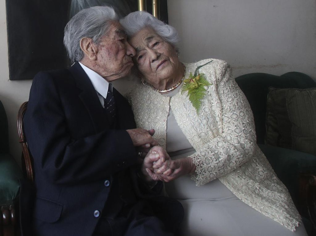 Berusia 110 dan 105 Tahun, Pasangan Ini Jadi Suami-Istri Tertua di Dunia