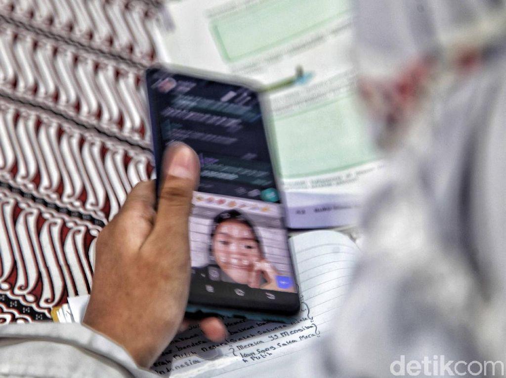 Survei: Belajar Online Lebih Banyak Dilakukan via WhatsApp
