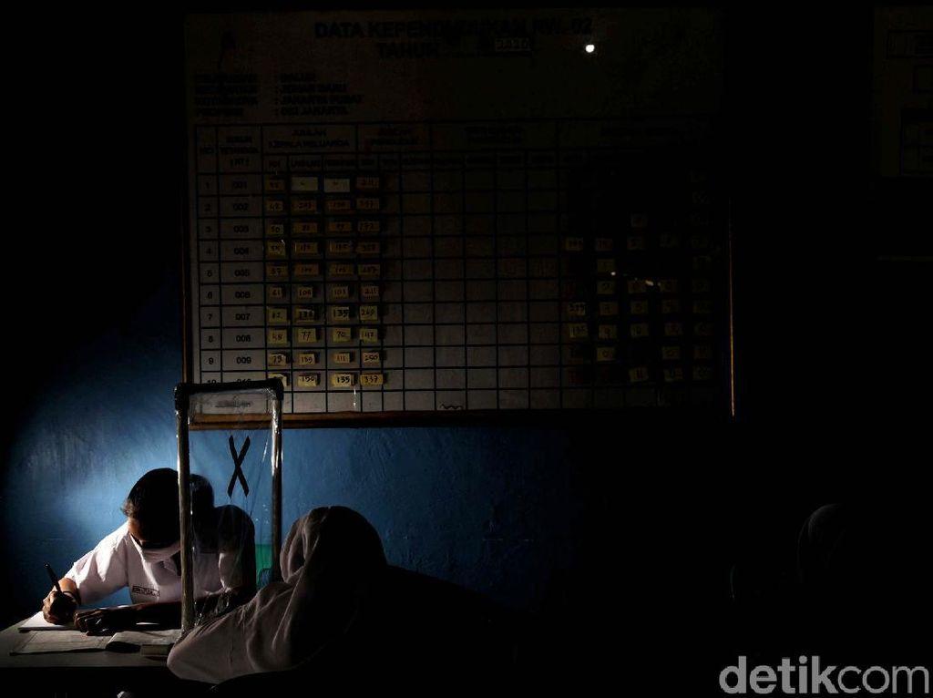 Polisi di Makassar Berkeliling Demi Siswa Sekolah Online