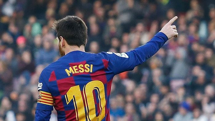 BARCELONA, SPAIN - FEBRUARY 15: Lionel Messi of FC Barcelona gestures during the Liga match between FC Barcelona and Getafe CF at Camp Nou on February 15, 2020 in Barcelona, Spain. (Photo by Eric Alonso/Getty Images)