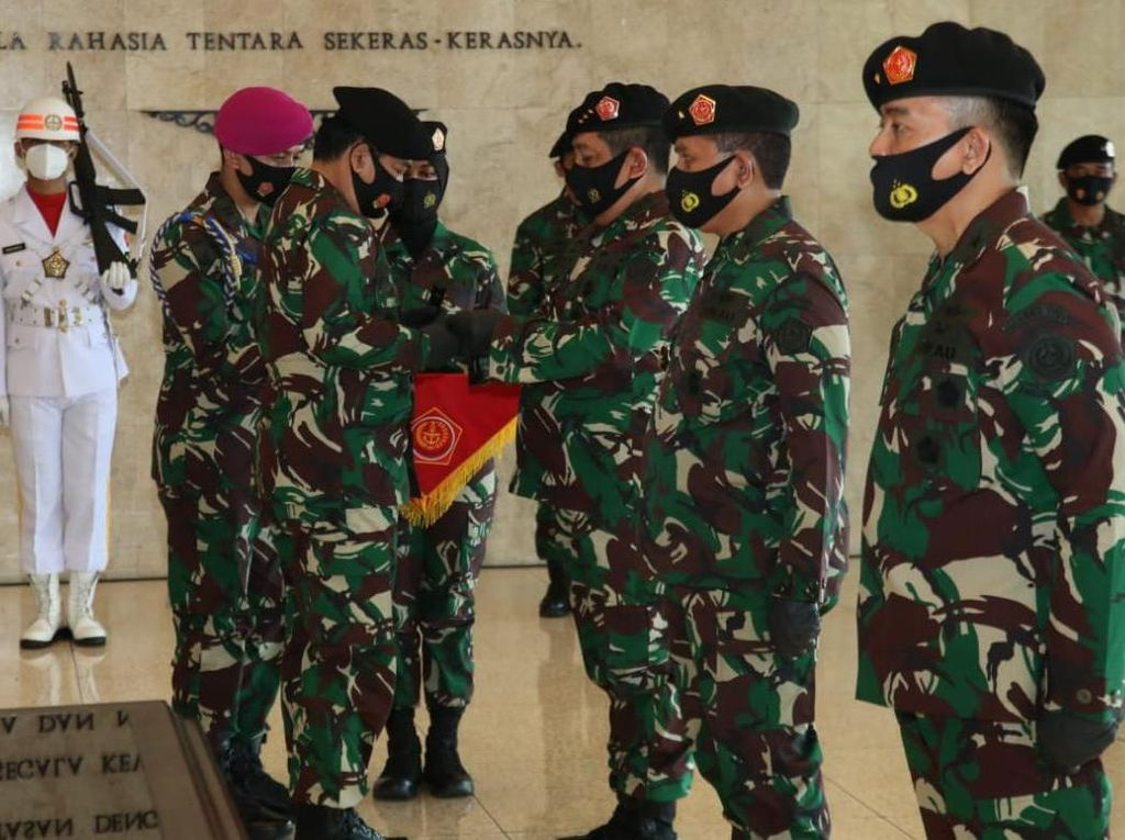 Panglima Pimpin Upacara Penyerahan Jabatan Kabais dan Sertijab Kapusku TNI