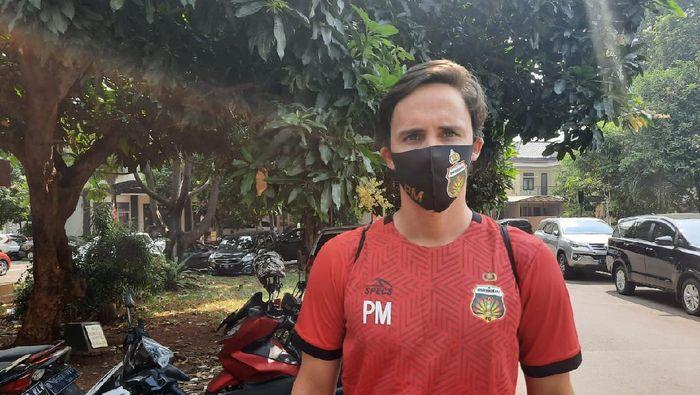 Paul Munster selepas memimpin latihan Bhayangkara FC.