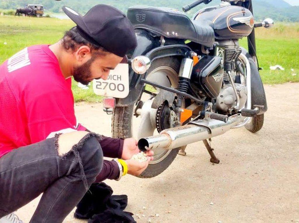 Bikers Ini Masak Popcorn di Lubang Knalpot, Matang Gak Tuh?