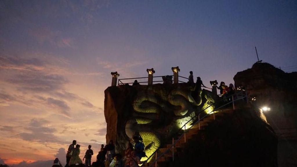 Menanti Senja di Tebing Breksi Yogyakarta