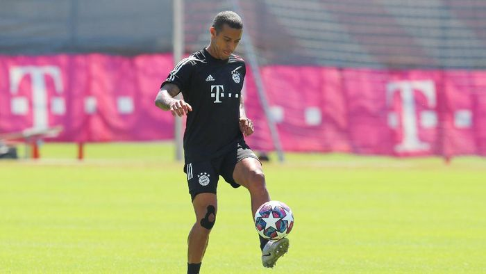 MUNICH, GERMANY - AUGUST 07: Thiago of FC Bayern Muenchen juggles with the ball during a training session ahead of their UEFA Champions League round of 16 second leg match against Chelsea FC at Saebener Strasse training ground on August 07, 2020 in Munich, Germany. (Photo by FC Bayern - Handout/Getty Images)