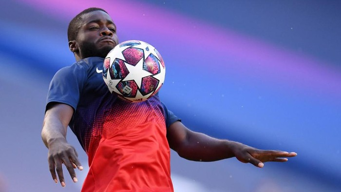 Leipzigs French defender Dayot Upamecano warm up prior the UEFA Champions League semi-final football match between Leipzig and Paris Saint-Germain at the Luz stadium in Lisbon on August 18, 2020. (Photo by David Ramos / POOL / AFP)