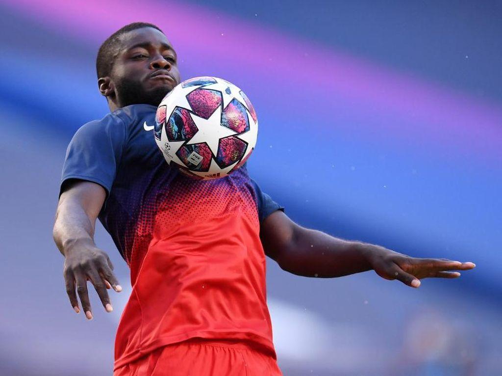 Rumor Transfer: Man United Kini Prioritaskan Dayot Upamecano