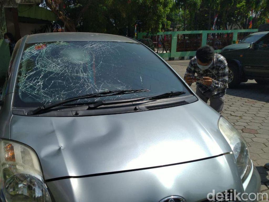 Cerita Pemobil yang Diserang Sejumlah Pria di Malam Polsek Ciracas Dirusak