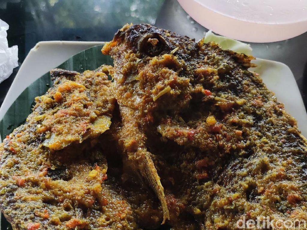 Tak Lengkap ke Batur Bali Bila Belum Kulineran Ikan Bumbu Nyat-nyat
