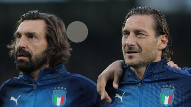 FUERTH, GERMANY - OCTOBER 07:  Francesco Totti and Andrea Pirlo of Azzurri Legends look on prior to the friendly match between DFB-All-Stars and Azzurri Legends at Sportpark Ronhof Thomas Sommer on October 7, 2019 in Fuerth, Germany.  (Photo by Emilio Andreoli/Getty Images)