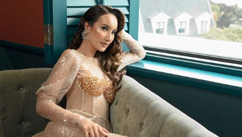 Cantiknya Bella Aprilia, Model yang Disebut Calon Istri Ivan Gunawan