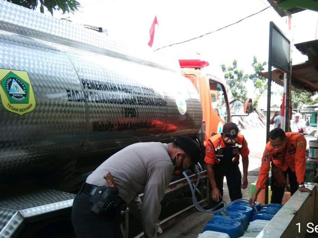 47 Ribu Jiwa Kekeringan, BPBD Bogor Pasok Air Bersih Setiap Hari