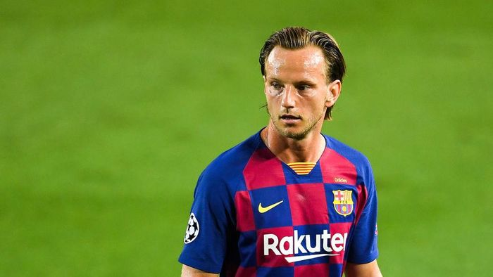 BARCELONA, SPAIN - AUGUST 08: Ivan Rakitic of FC Barcelona looks on during the UEFA Champions League round of 16 second leg match between FC Barcelona and SSC Napoli at Camp Nou on August 08, 2020 in Barcelona, Spain.  (Photo by David Ramos/Getty Images)