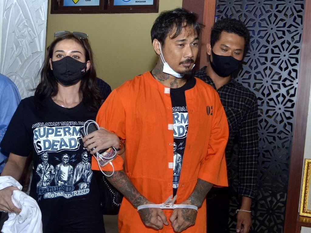 Jerinx-Nora Bercumbu di Mobil Tahanan, Komisi III: Copot Jaksanya, Memalukan!