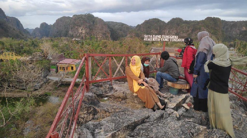 Foto: Pemandangan Ciamik di Kafe Puncak Ramang-Ramang Maros