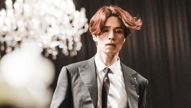 Lee Dong-wook dalam drama Tale of the Nine Tailed.