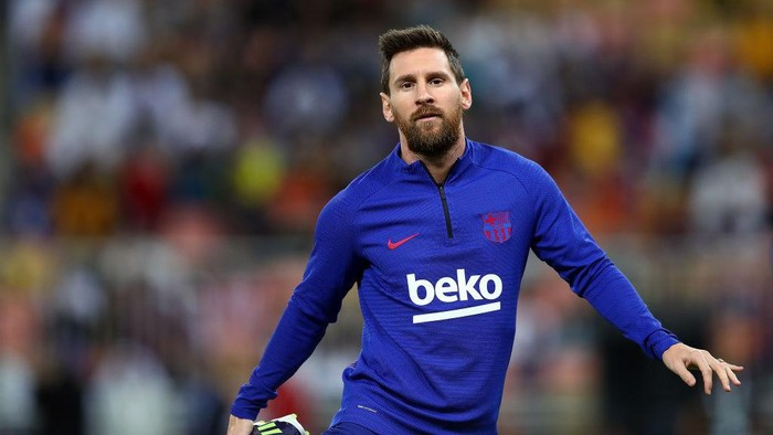 JEDDAH, SAUDI ARABIA - JANUARY 09: Lionel Messi of FC Barcelona  warms up for the Supercopa de Espana Semi-Final match between FC Barcelona  and Club Atletico de Madrid at King Abdullah Sports City on January 09, 2020 in Jeddah, Saudi Arabia. (Photo by Francois Nel/Getty Images)