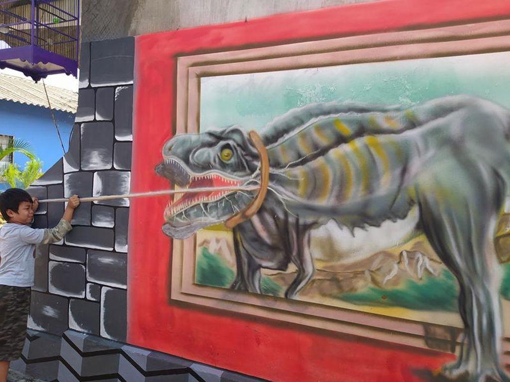 Foto: Lukisan 3D Keren di Balik Tembok Warga Magelang