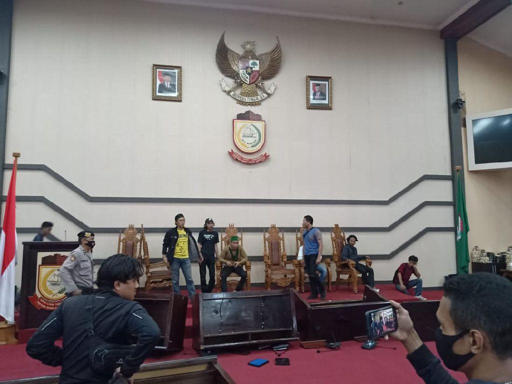 13 Mahasiswa Tersangka Demo Anarkis di Kantor DPRD Sulsel Langsung Ditahan