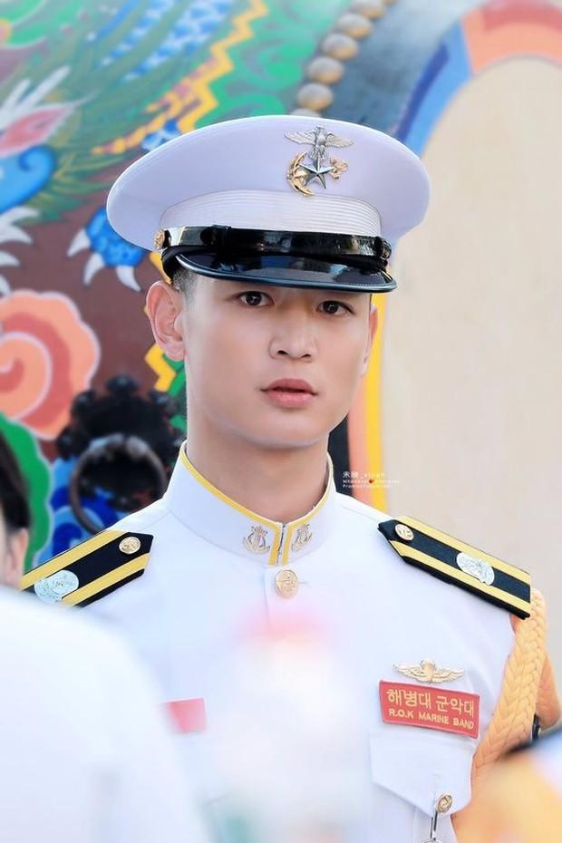 Minho Shinee akan keluar wajib militer pada tanggal 15 November mendatang.