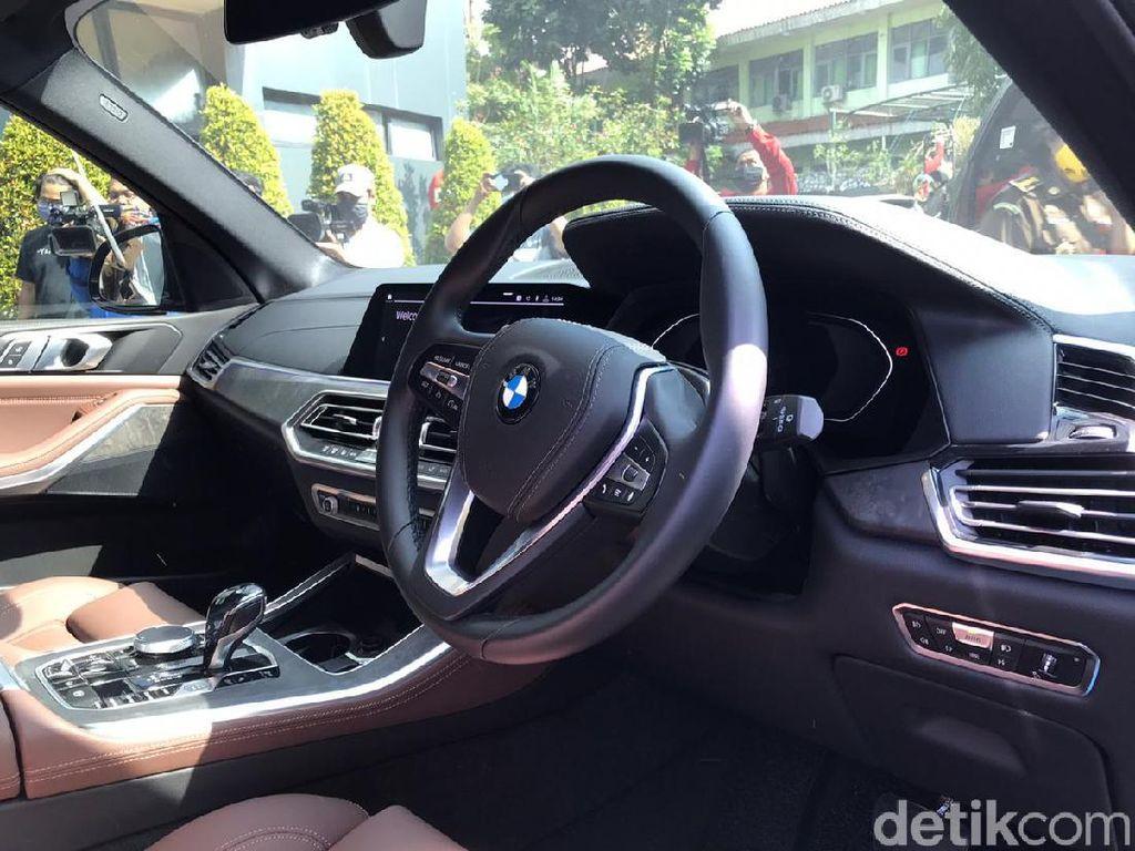 Penampakan Temuan Mengejutkan di Dalam BMW Mewah Pinangki