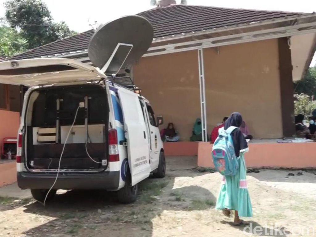 Mobil Internet Bergerak, Solusi Belajar Daring bagi Siswa di Pelosok