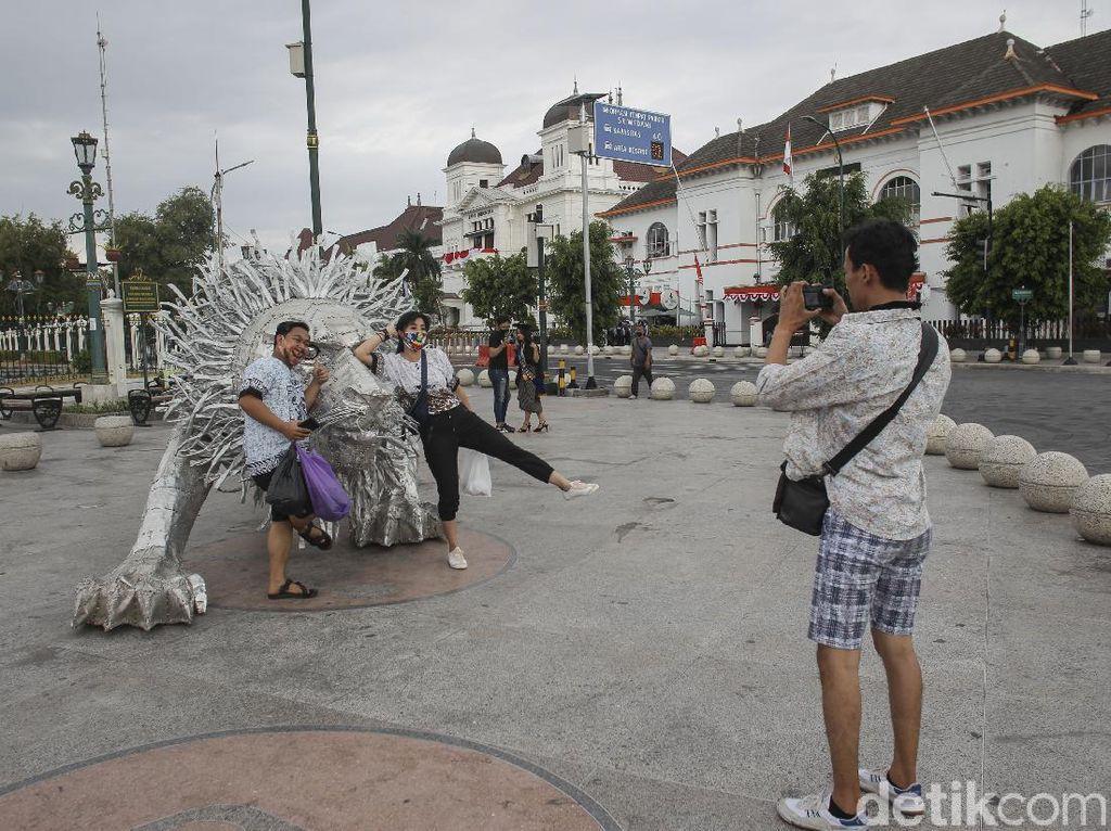 Instalasi Singa di Titik Nol Kilometer Yogyakarta Jadi Sasaran Swafoto