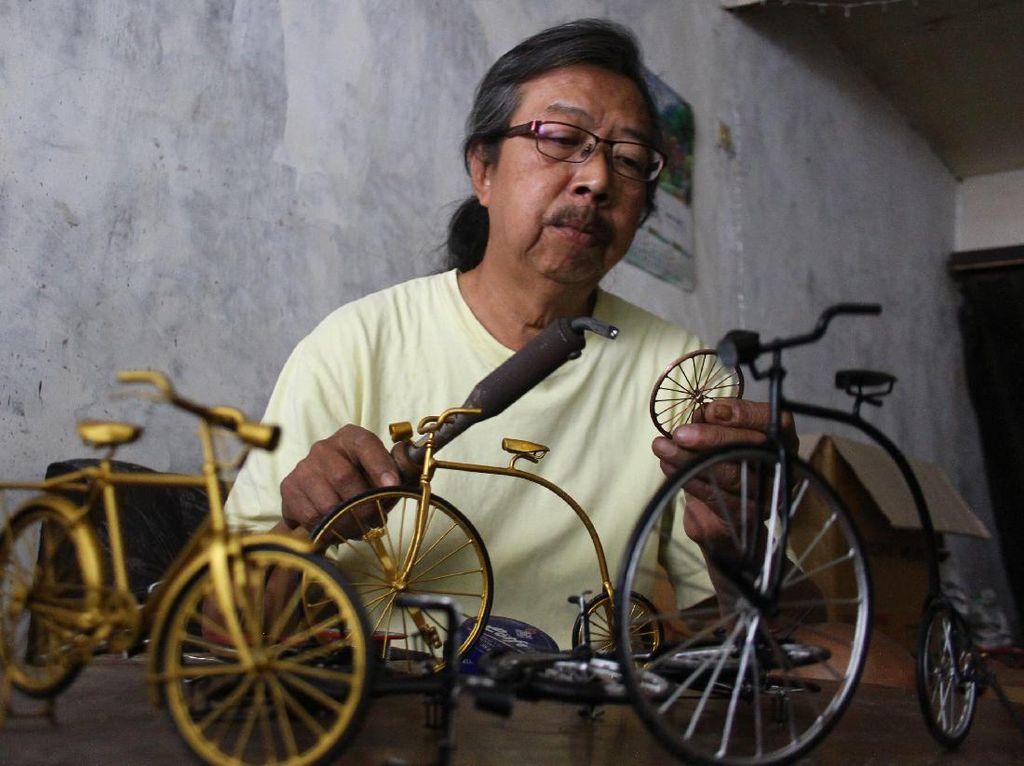 Perajin Miniatur Sepeda Sasar Pasar Daring
