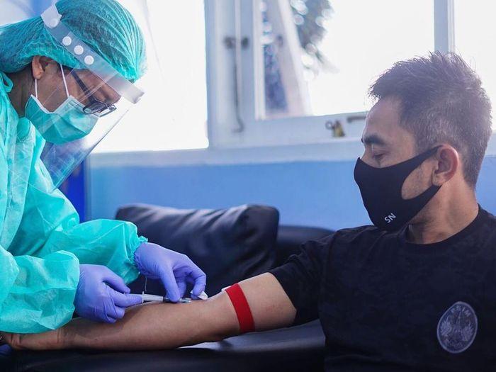 Pelatih PSIM Yogyakarta, Seto Nurdiantoro, menjalani rapid test.
