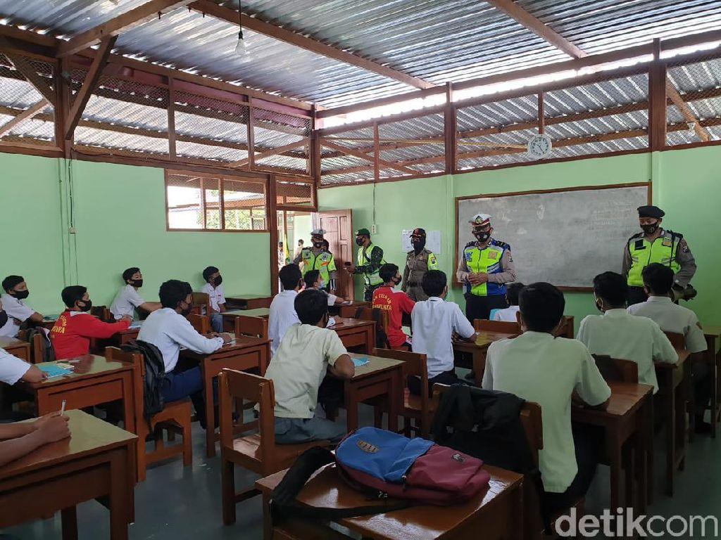 Dispendik Blitar Uji Coba Belajar Tatap Muka Tahap Dua di 24 SMA/SMK