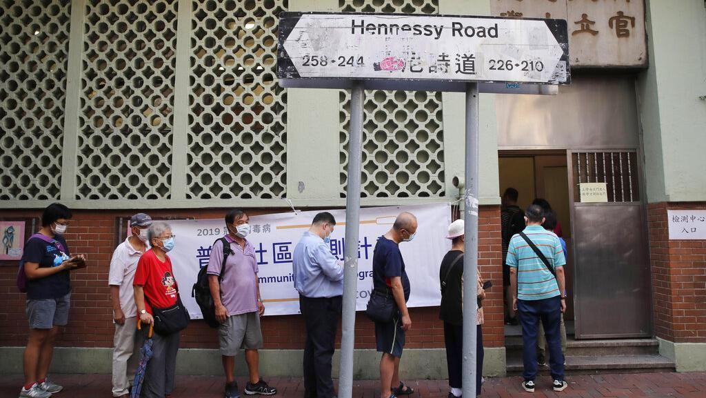 Warga Hong Kong Antre Tes Massal Untuk Hadapi Gelombang Ketiga Corona