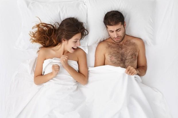 Komunikasi dan kejujuran dibutuhkan pasangan untuk mengatasi masalah ini sambil bersama-sama mengidentifikasi kemungkinan penyebabnya.