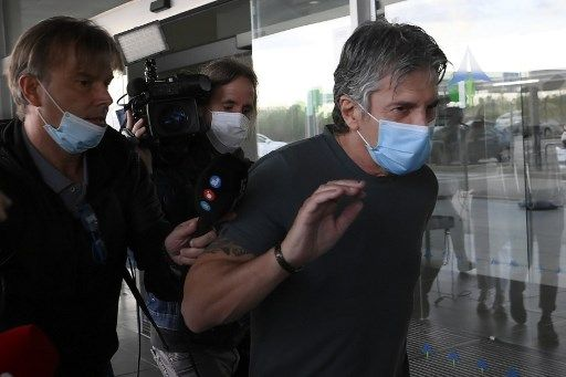 Jorge Messi, father and agent of Lionel Messi arrives at the Barcelona airport on September 02, 2020. - Lionel Messi boycotted Barcelona's first pre-season training session on Monday, as the striker upped the stakes in his battle to leave this summer. (Photo by LLUIS GENE / AFP)