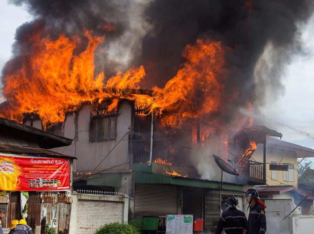 Ini Kerugian Finansial yang Terjadi Jika Api Menghanguskan Rumah