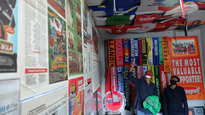 Museum Titik Nol Pasoepati tak boleh dilewatkan oleh para pencinta sepakbola. Di sana pengunjung dapat melihat ragam pernak-pernik klub sepakbola dari Indonesia