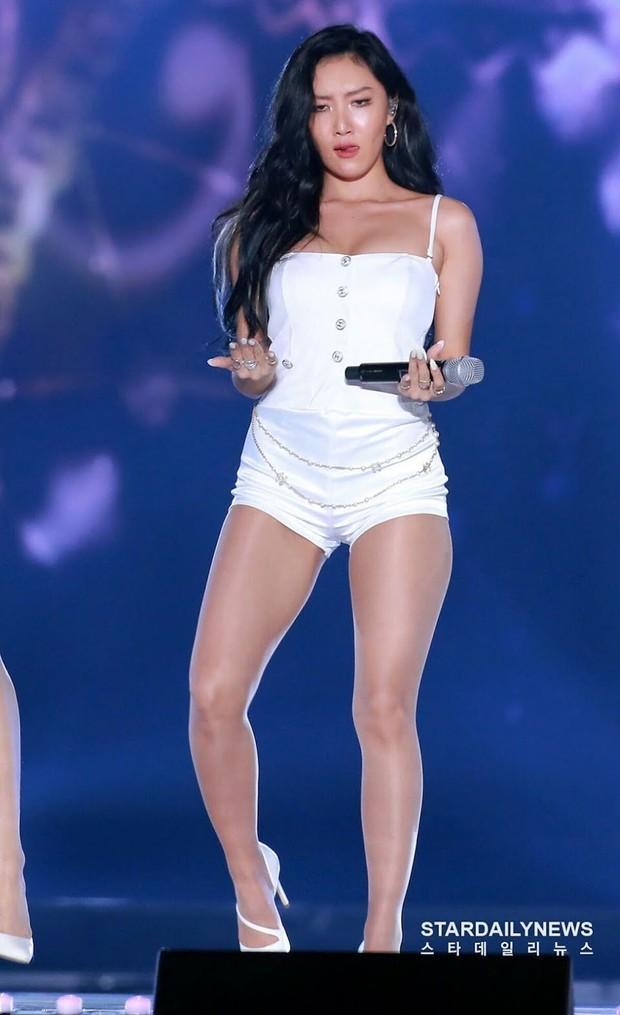 Penampilan Hwasa dengan Bodysuit/ Foto: Koreaboo