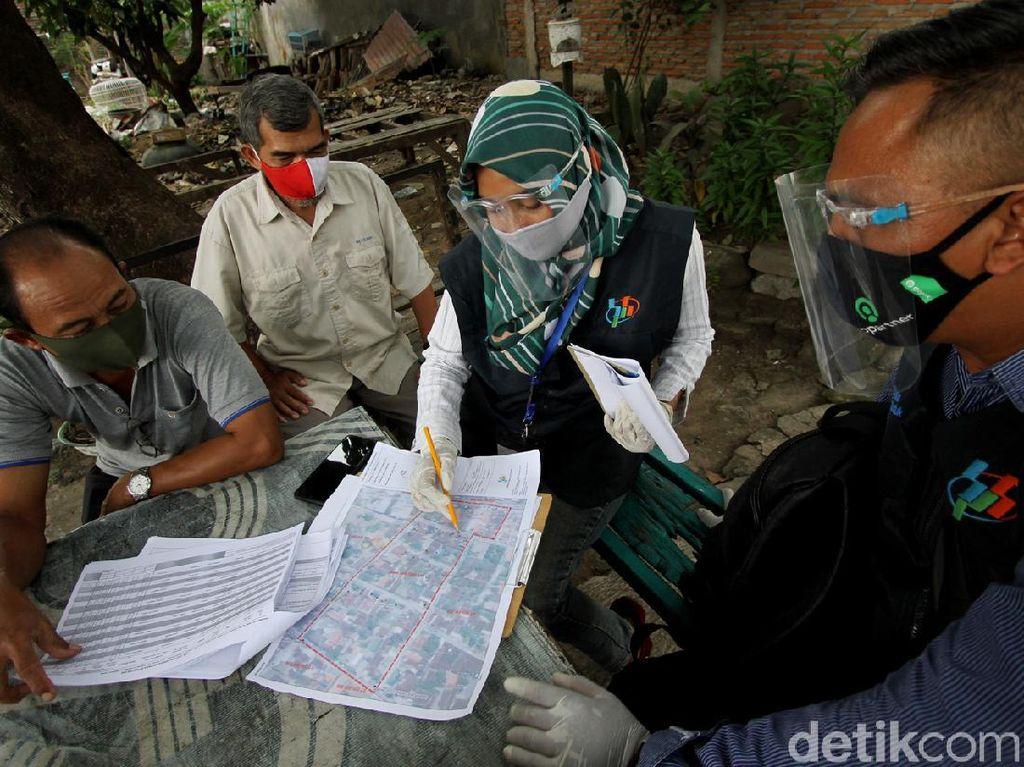 Petugas Pakai Masker-Sarung Tangan Saat Sensus Penduduk di Solo