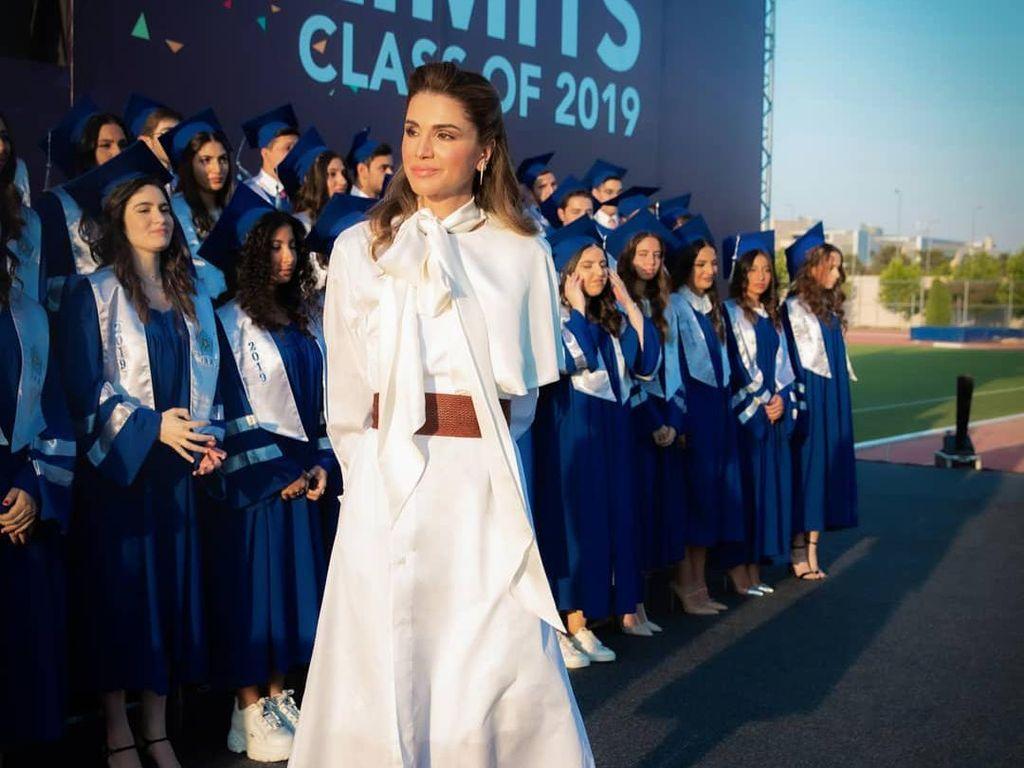 10 Gaya Elegan Ratu Rania yang Awet Muda di Ultah ke-50