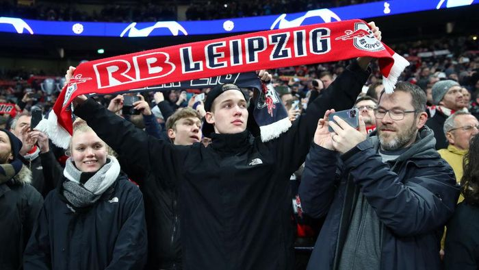 LONDON, ENGLAND - FEBRUARY 19: RB Leipzig fans during the UEFA Champions League round of 16 first leg match between Tottenham Hotspur and RB Leipzig at Tottenham Hotspur Stadium on February 19, 2020 in London, United Kingdom. (Photo by Julian Finney/Getty Images)