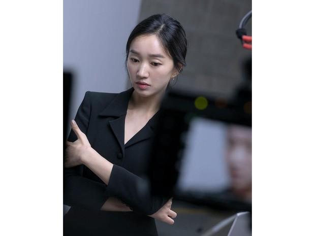 Soo Ae juga merupakan aktris cantik yang usianya sudah memasuki kepala empat tapi masih betah melajang.