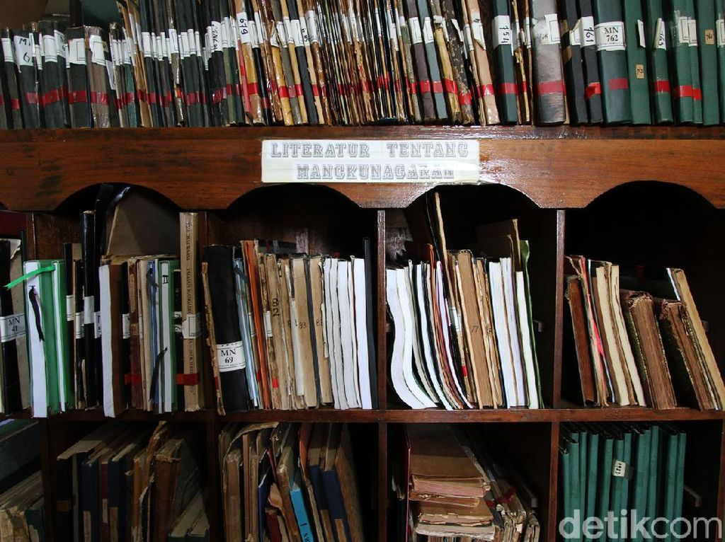Surganya Pecinta Manuskrip Kuno di Perpustakaan Mangkunegaran