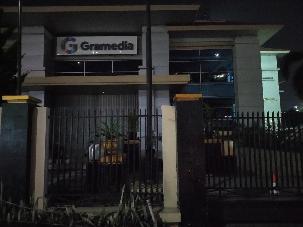 Toko di Sepanjang Margonda Tutup Jelang Jam Malam Kota Depok