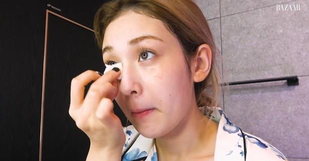 Selanjutnya Somi menggunakan toner namun tidak menyebutkan secara jelas produknya.