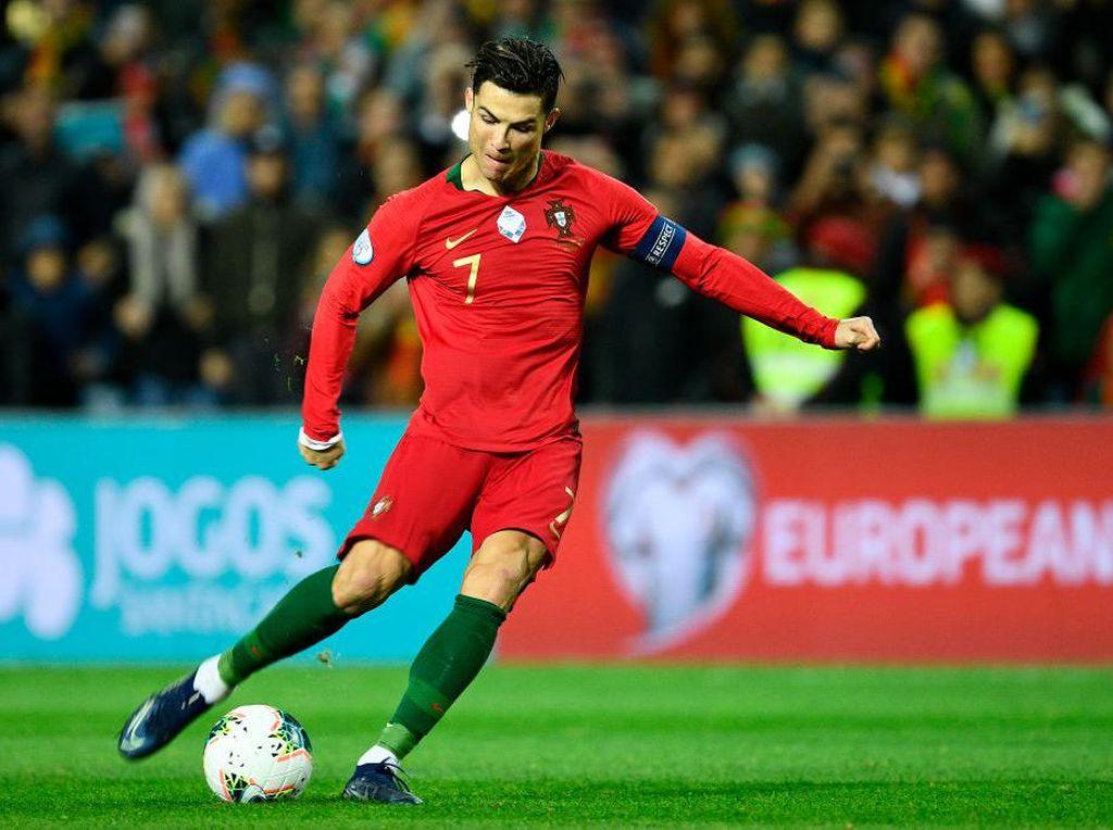 Cedera Jari Kaki, Cristiano Ronaldo Terancam Absen Bela Portugal