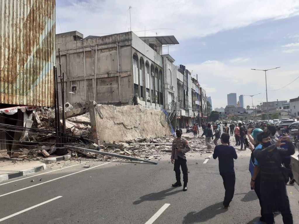 Polisi: Ruko di Jakarta Pusat Roboh Saat Proses Pembongkaran