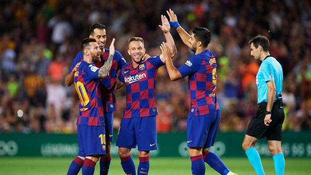 BARCELONA, SPAIN - SEPTEMBER 24: Arthur Melo of FC Barcelona celebrates with his teammates Sergio Busquets, Luis Suarez and Lionel Messi after scoring his team's second goal during the Liga match between FC Barcelona and Villarreal CF at Camp Nou on September 24, 2019 in Barcelona, Spain. (Photo by Alex Caparros/Getty Images)