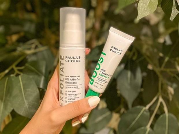 skincare dengan kandungan azelaic acid seperti pada produk Paula's Choice 10% Azelaic Acid Booster dapat digunakan untuk mengatasi bintik hitam akibat efek sinar matahari