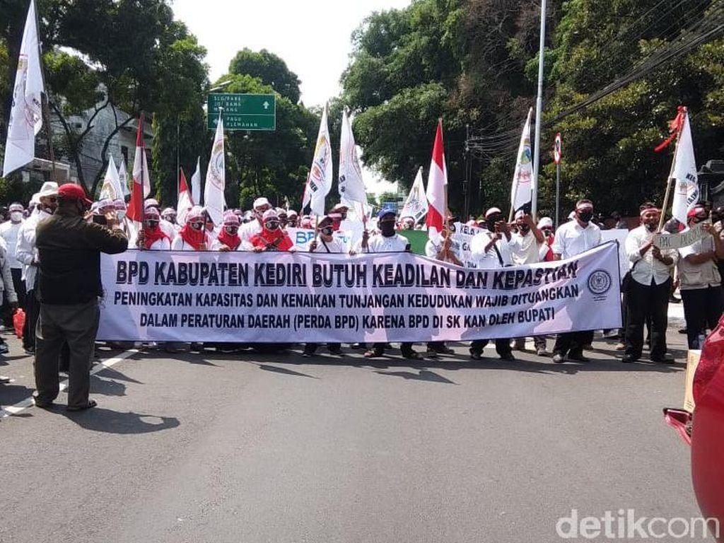 Digaji Rp 125 Ribu, Ratusan Anggota BPD di Kediri Demo Minta Naik Honor